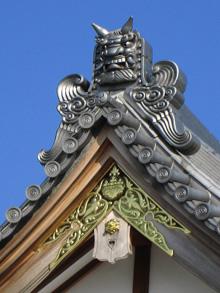 山口さんが初めて一人で手掛けた鬼瓦(藤岡市・寿楽寺)