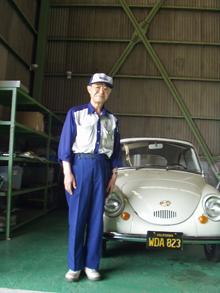 富士重工業の名車『スバル360』の左ハンドル車と設計を担当した松木さん