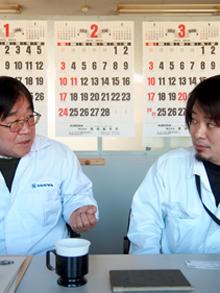 仕事を語る 左:池田さん 右:後輩の須田さん