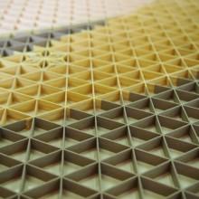 0.1ミリの精度で生み出される組子細工