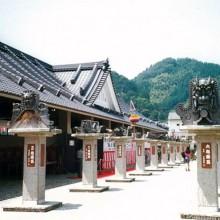 京都・鬼瓦公園 左手前:山口さんの鬼瓦