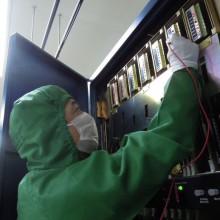 電圧の測定作業